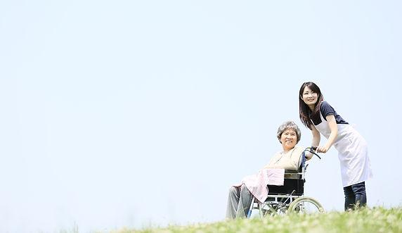 おばあさんと女性