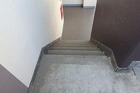 階段 シート貼り 施工前