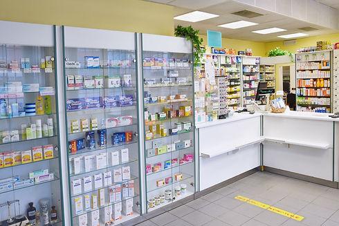 薬品陳列棚