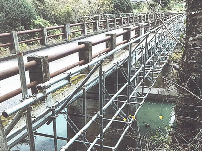 橋の足場工事