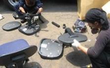椅子の解体作業