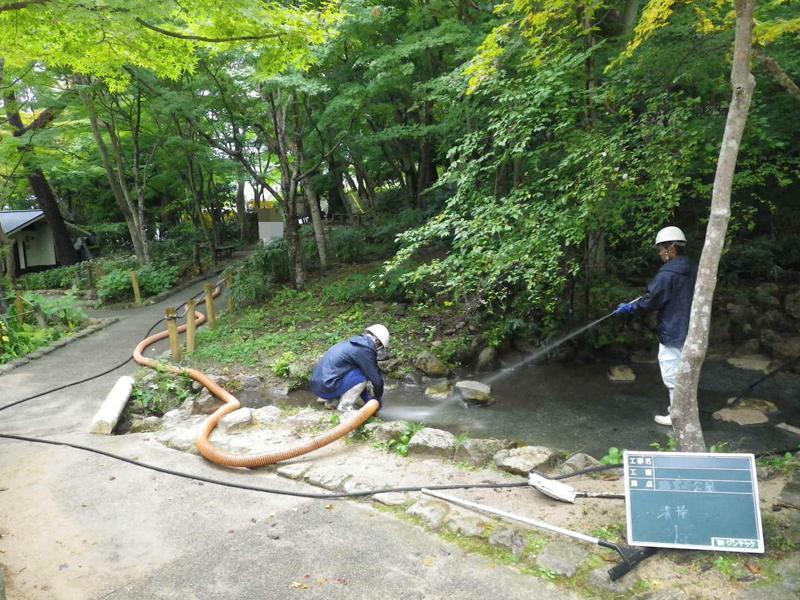 公園の池・川の清掃