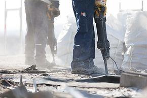 解体工事の男性