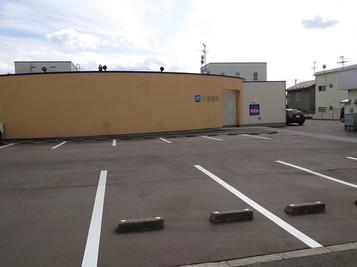 川崎眼科外観と駐車場