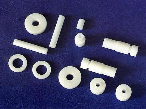 PTFE、ダイフロン、POMをメインに旋盤加工