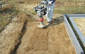 掘削から転圧まで丁寧に施工します