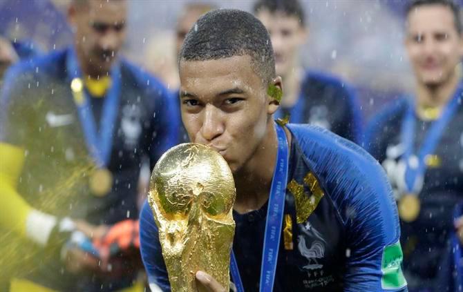 Mbappe ultrapassa Neymar como jogador mais valioso do mundo