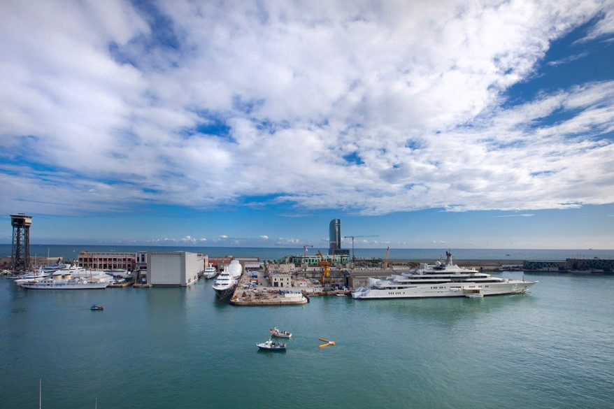 A clean up in the port of Barcelona