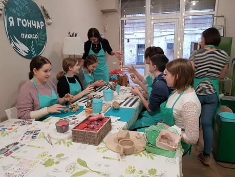 Обучающиеся 7-8 классов Гимназии ДГТУ посетили мастер-класс в гончарной мастерской ПИКАСО