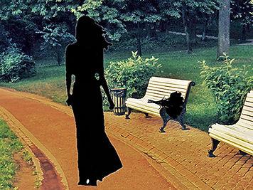 Летний парк. На дорожке силуэт молодой стройной девушки. А на садовой скамейке лежит оставленный ей букет цветов.