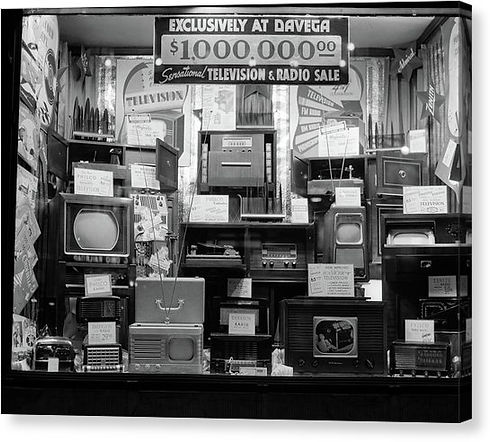 1940s-window-of-store-selling-radios-vin