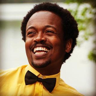 A sorrir eu pretendo levar a vida._Je prétend passer ma vie à sourire. (Cartola)__Merci beaucoup _lorie.jpg