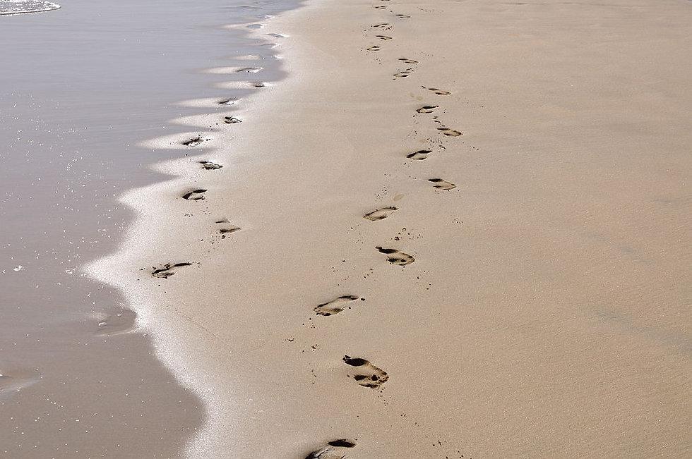 footprints-Jesus.jpg