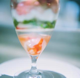 下層部には 『桜の花・桜餅』 『すだちレモンジュレ』 『桜苺ソース』
