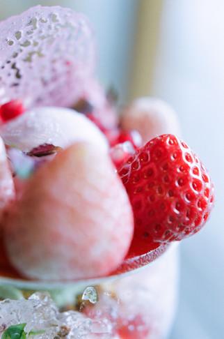 見事なバランスで苺たちがギュッと詰まってます!