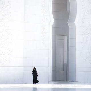 Walking Sheikh Zayed Grand Mosque, Abu Dhabi, United Arab Emerates