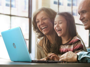 HP conecta a los abuelos colombianos con sus familias en esta navidad