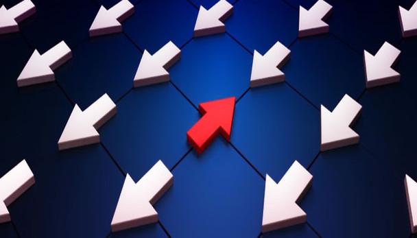 Reforma avança, mas atividade desacelera