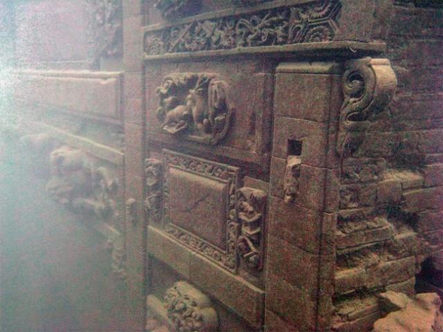 Lost-City-found-Underwater-in-China-8-640x480.jpg