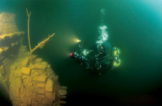Lost-City-found-Underwater-in-China-7-640x420.jpg
