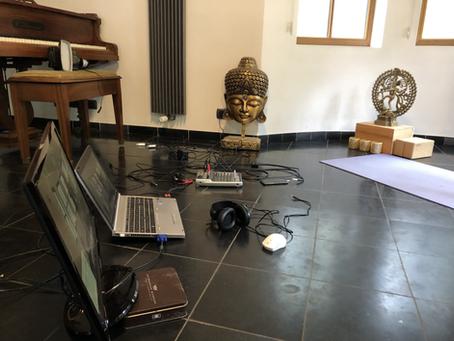 Groetjes uit de online yoga studio!