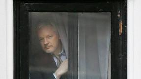 Socio de Julian Assange apela a Trump para que lo perdone.