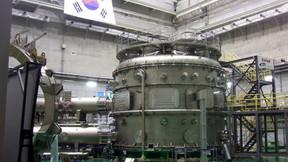 Corea del Sur enciende un sol artificial de más de 100 millones de grados.