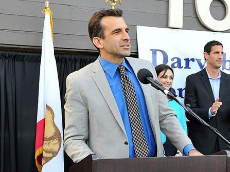 Cancelar las grandes reuniones: Alcalde de San José (D)ignoró pautas del C-19 en Acción de Gracias.
