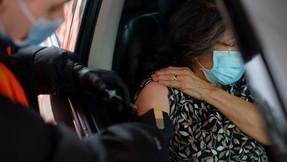 Extranjeros que viajan a EE. UU. Para recibir vacuna contra el coronavirus antes que estadounidenses