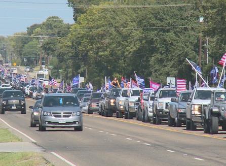 Gran desfile de Trump pasa por Bryan y College Station.