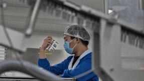 Menos de la mitad de los trabajadores de la salud de China quieren la vacuna contra el coronavirus.