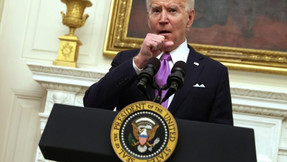 Nolte: Biden ya traicionó su propio mandato de máscara y las tropas.