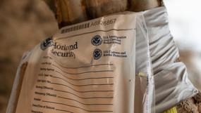 Representante Gohmert encuentra señales que dirige a ilegales al asilo, ¿en bolsas de Seguridad Nal?