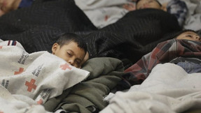 Medios callan mientras Biden retiene ilegalmente a niños migrantes no acompañados: Union Fronteriza.