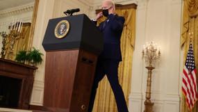 Joe Biden pide una 'relación estable y predecible' con Rusia después de anunciar sanciones.