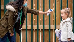 Niños serán examinados por C -19 dos veces por semana después de regresar a escuelas del Reino Unido