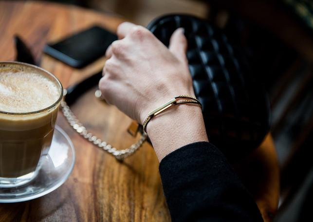 Pack Beresheet - Glazed L gold + gold chain-bracelet + black cord (boost)