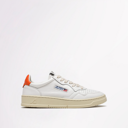 AUTRY Action Shoes - Autry 01 Low Wom Leather White/Orange