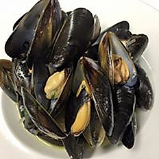 Mussels with garlic and white wine.
