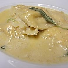 Ravioli con L'Aragosta e Granchio al Burro e Salvia £16.50- £22