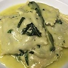 Homemade Ravioli with Spinach and Ricotta cheese with butter and sage