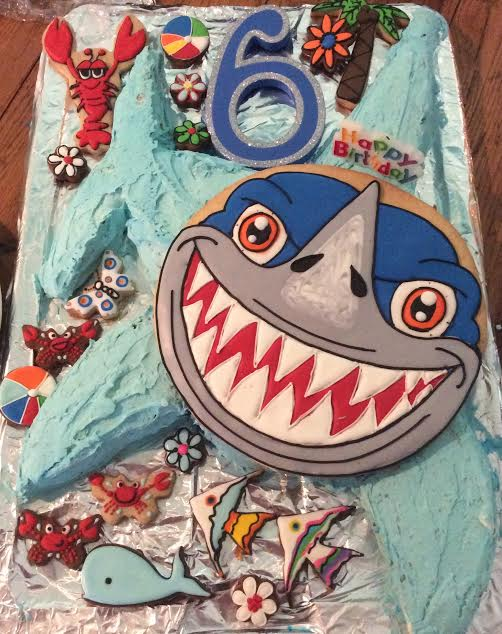 Shark topper