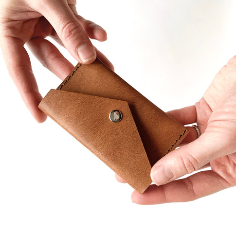 kožená kapsička na karty