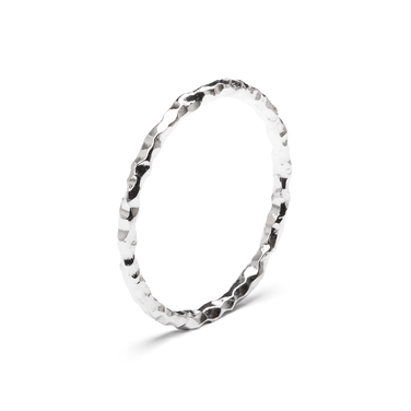 prsteň F