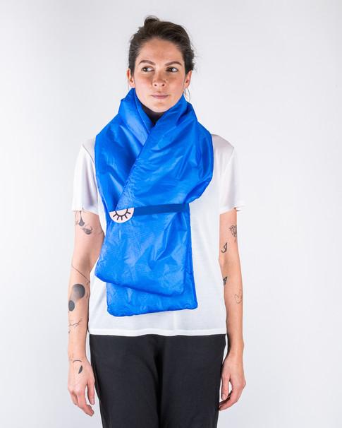 modrý šál