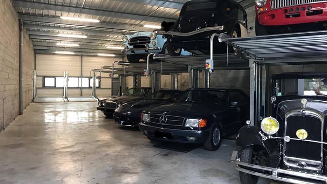 Une seule place de parking suffit pour garer deux voitures !