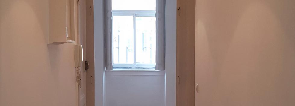 Couloir vue salon.jpg