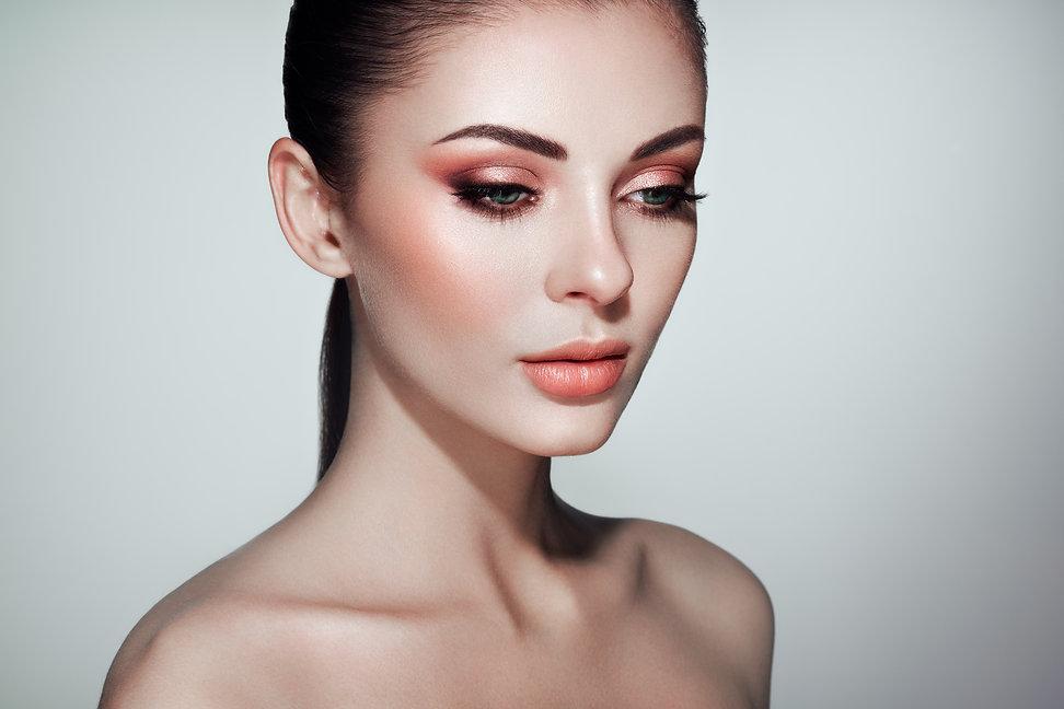 beautiful-woman-face-with-perfect-makeup