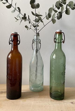 Trio d'anciennes bouteilles