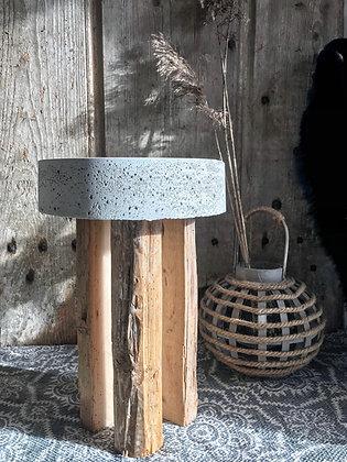 Tabouret en béton et vieux bois